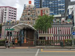 スリ・ヴィーラマカリアマン寺院 (Sri Veeramakaliamman Temple) http://srivkt.org/  セラングーンロードに面するヒンズー教寺院。19世紀半ばにインド人開拓者によって建てられた,シンガポールで最も古いヒンズー寺院のひとつです。正午で一旦閉鎖されます。  時間は15時前ですが,雲行きが怪しくなって来ました。一雨来る前に,タクシーでホテルに戻ります。