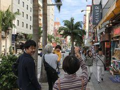那覇空港に着き、レンタカーで国際通りへ。お昼ご飯の時間だったのでチャーリー多古寿というタコス屋さんへ行きました。
