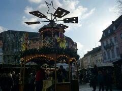 シラー広場というところまで、降りました。クリスマスマーケットやってます。