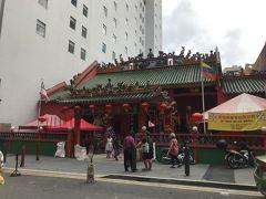 チャイナタウンのお廟を見学。
