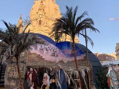 ノイマルクトのクリスマスマーケットです。 フラウエン教会をバックに、イエス様誕生の様子が表現されています。