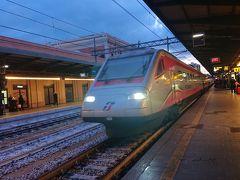 レッチェ方向からローマ行きの列車がやってきました。