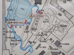 皇居東御苑は江戸城の本丸と二の丸の全部、三の丸の一部分が整備された公園として月曜日と金曜日以外は無料で公開されています。 ただし大嘗宮があったところ周辺が普段とは違って規制されている模様。