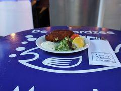 コロッケ2個に野菜が添えられて、揚げたてが出てきました。 7ユーロのコロッケが、立ち食いで13ユーロって…。 スケルトマの16.9ユーロが、妥当な値段に思えてくる。
