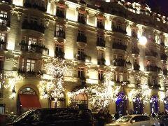 こちらはその隣の豪華絢爛な五つ星ホテル。ライトアップが綺麗です。