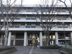 豊川稲荷の後、日本中の書籍を所蔵している国立国会図書館に初めて行ってみました。利用登録をして入館。