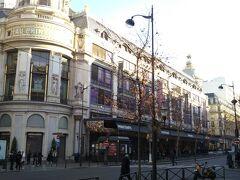 その隣は、これまたデパート「プランタン本店」。外観のみで中は割愛(笑)。