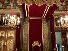 ドレスデン城(ドレスデン歴史博物館) 歴代ザクセン王のレジデンツ宮殿です。 アウグスト選帝候から歴代の王がコレクションした豪華な工芸品を展示する「歴史的な緑の丸天井」と金細工などを鑑賞できる「新・緑の円天井」があります。