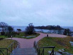 トラムに乗って初めに向かったのはカイヴォプイスト公園。バルト海を眺めるも風と寒さで震えあがり早めに引き上げました。でも雨はずいぶん小止みになってきました、よかった。