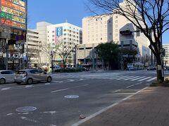 博多駅筑紫口。いつもは地下鉄なんですが今回は都ホテル前から国際線ターミナル行きバスに乗ってみます。