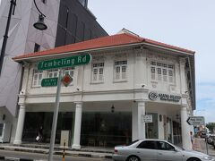 今日のホテルはここ カトン地区のど真ん中 本館と新館がある