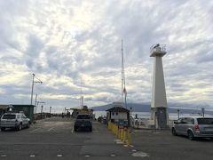<ラハイナ港>  ワーフストリートの端まで歩いてきたら灯台がありました。