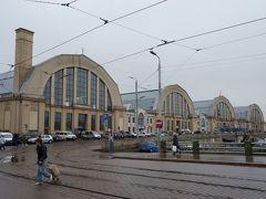 中央市場の建物。  この建物はもともとドイツにあった飛行船の倉庫だそうで移築したそうです。 写真左側の奥にも同じような建物があり、そちらも市場でした。