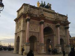 パリの凱旋門3つのうち第2のもの。結果的に最後に見ることに。これは中型のものですが立派な造り。