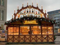 立派なキャンドルアーチ Schwibbogen (シュヴィップボーゲン)の屋根飾りのお店です。思わず見とれてしまいます。