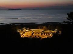 銭形砂絵・・・金運スポットとして人気  巨大な寛永通宝の砂絵で、夜のライトアップは見応えあり