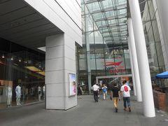地下鉄東涌線で東涌駅に行き、ここからバスで空港にアクセスしますが、 その前にシティゲートアウトレットでお買い物