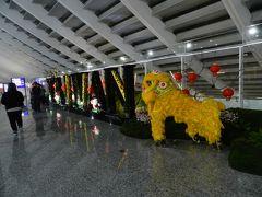 定刻より10分ほどの遅れで台北/桃園空港に到着! まだお正月的な飾り付けが残っていました。