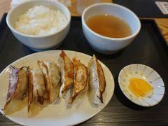 ●オリオン餃子@JR小山駅前  オリオン餃子定食にしました。580円なり~。 皮はパリッと、中はジューシーで、スタンダード的な餃子でした。 列車の乗り継ぎ、上手くいかなかったけど、餃子が食べれたから、まっ、いいか(笑)。 ごちそうさまでした!