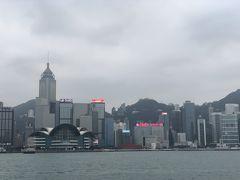 プロムナードとアベニュー オブ スターズ 香港島の眺め 少し霞んでいます