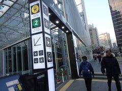 10分ほどで地下鉄2号線の「乙支路入口」駅の入り口 昨日は雨だったのでロッテまでタクシーにしましたが お散歩がてら歩ける距離です。