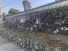 石垣がしっかりした造りで残っています。