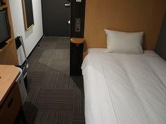 奄美空港から市街地の名瀬まで約1時間。 それからホテルチェックイン。  ウエストコート奄美Ⅱは新しい建物です。 でも料金は4,000円台。