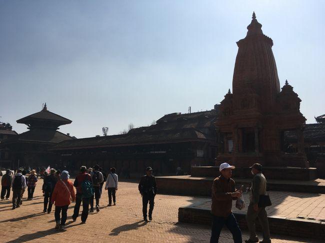 まずは旧王宮などがあるダルバール広場を散策。「ダルバール」は宮廷という意味。昨日見学したカトマンズにもありましたね。<br /><br />2015年のネパール地震で被害を受けた箇所もちらちらありますが、復旧・復興作業が進んでいましたよ。
