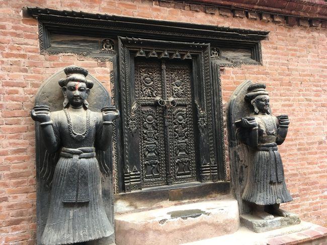 ほんと手先の器用な方がネパールは昔から多いのか、彫刻が素晴らしい。<br />結構アジアでも暑い地域って、適当に寺院の装飾をしているような国ってあるじゃない。どことはあえて言わないけど。<br />ネパールは細かくて繊細なんですよ。<br />特にバクタプルは陶器の町、彫刻品の町というだけあって、見ごたえはあった。