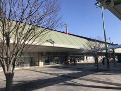 約15分で坂出駅に到着。ここで下車 高松空港から坂出までのリムジンバスもあるのだが、少し早過ぎてしまうので、あえて高松経由で。