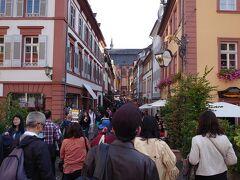 マルクト広場を通って、ハウプト通りを散策します。