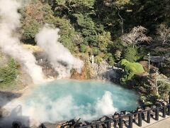 海地獄です。温泉が勢いよく噴出していますので、風向きによっては温泉ミストを浴びることができます。