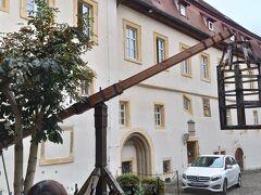 プレーンラインから折り返して、聖ヨハンス教会横の中世犯罪博物館にいきました。これは、当時の牢籠。
