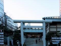 芝大神宮。 関東の伊勢神宮と言われる由緒ある神社。 浜松町駅からホテルに向かう途中、階段の下まで行列していましたが、チェックイン後、訪れたら、あまり並ぶことなくお参りできました^^ ホテルのフロントで分かりやすい地図をもらってから移動^^;