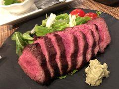 夕飯の写真がこれしかなかった。 島料理もあるおしゃれな肉バル、お酒もいろんな種類があっておすすめ。