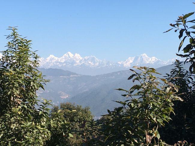 ヒマラヤ山脈が見えてきた。<br />今日も晴れていてよかった。<br />運の良いお客様と旅ができて幸せ。