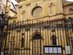 歩いてサンタ・マリア・プレッソ・サン・サティロ教会まで来ましたが残念ながら閉館していたので