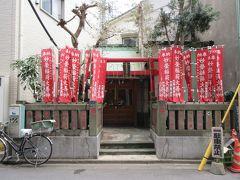 清澄通りを南へ6分ほど歩いた路地に妙栄稲荷神社がありました。赤い鳥居の奥に小さな祠がありその中に社殿がありました。説明板があり越中島の地名の由来を知ることができました。