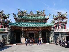 安平開臺天后宮に来ました。 とても立派です。 台南には沢山のお寺や廟があり、信心深い方が多いんだなー、と実感します。