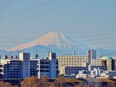 進行方向左側で富士山