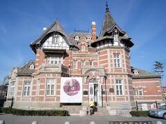 1902年建築、旧東清輪船会社のオフィスです。帝政ロシアの統治時代です。  遼寧省文化財として保護されています。  ドイツ人設計、ロシア人出資で建てられました。  日本統治時代には日本橋図書館として使用されました。現在は大連芸術展覧館です。