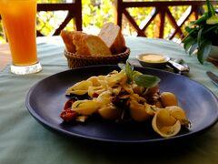 昨晩のラオス料理が微妙だったので、昼食はフランス料理店でランチセットを頂きます。