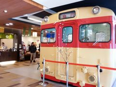 休憩場所も他社と違う  「峠の釜めし」で有名な「横川SA」 キハ58系とやらの車内で