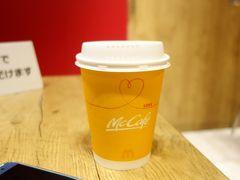 乗車場所を間違え、20時発の東京シャトルに間に合わず。  東京駅のマックで失意のコーヒー