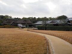 きれいに整備された後楽園を通り、岡山城を目指す。
