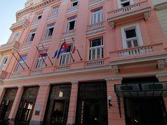 オビスポ通りのホテルアンボスムンドス。ヘミングウェイがハバナ滞在に利用したとして知られています。