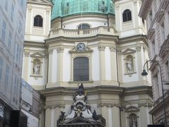 聖ペーター教会は窮屈な印象の位置に建っていました。火災の為、1733年に建て替えられた経緯があります。