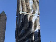 Aguaビル 今回沢山のビルをシカゴで見たけれど これが一番ユニークだったな