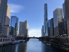 ミシガン大通橋を渡り WalgreenやTrader Joe's物色 短い時間だったけれど いろんなビルがあって楽しめたシカゴ また トランジットでもいいから からめて街歩きしたいな