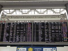 成田空港第二ターミナルに到着! 空港の方はさすがに混んでました。出国というより入国の外国の方が多い印象。